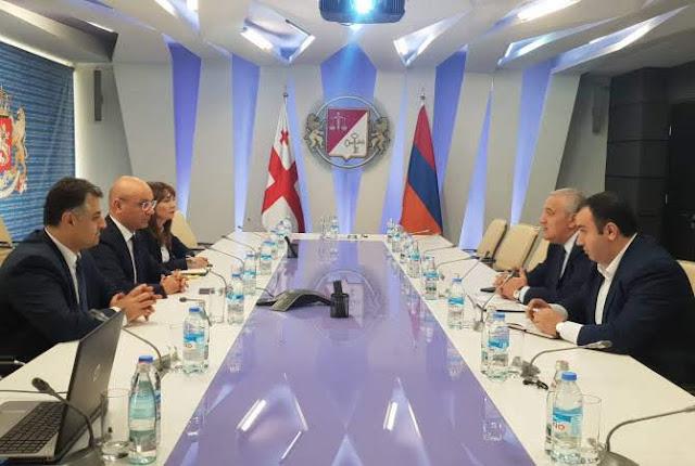 Embajador de Armenia se reúne con ministro de finanzas de Georgia