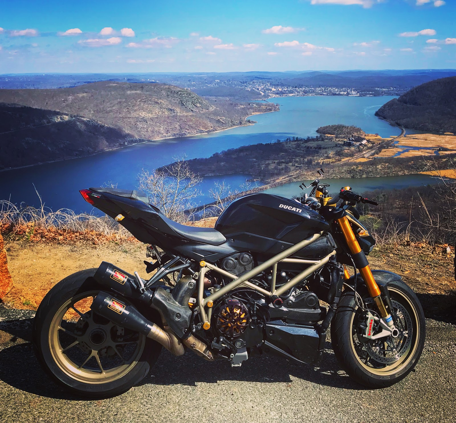 Tigh Loughhead of GothamDOC's StreetfighterR: DUCATI Streetfighters 1198 Custom Superbike