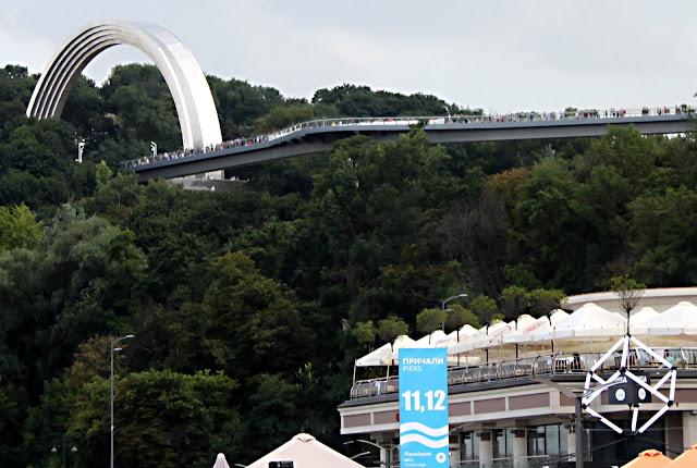 Вид на мост Кличко от Днепра