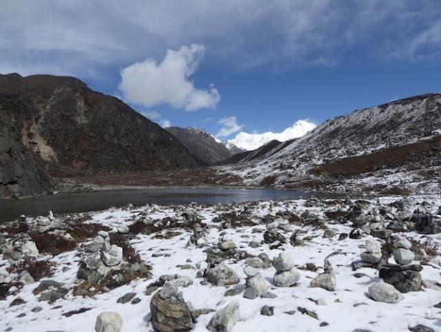 il primo lago lungo il gokyo trek