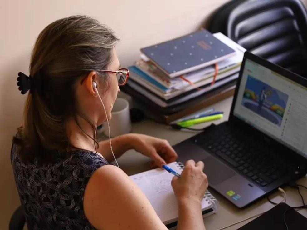 Vagas são para dar aulas do 6º ao 9º ano. Inscrições online começam no dia 20 de agosto e edital já está disponível no site da prefeitura.