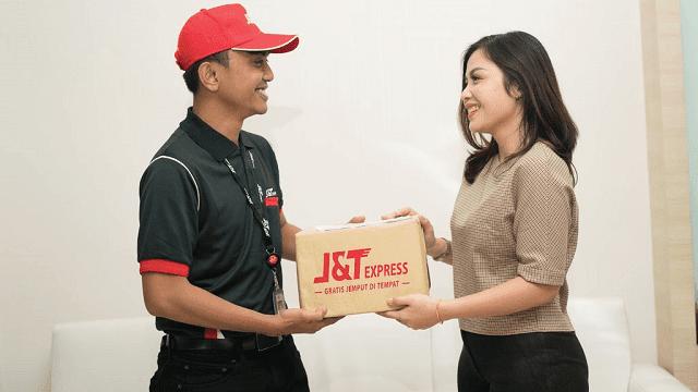 selain menunggu barang diantar kurir, kamu juga bisa mengambil barang langsung ke kantor JNT Express