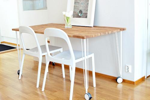 Ikea hack: Mesa de cocina con un tablero de roble de Bauhaus y patas ...