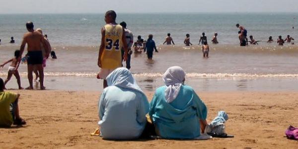 في دراسة مثيرة.. المغاربة يختارون مغادرة مدنهم و زيارة البحر للانتقام من كورونا