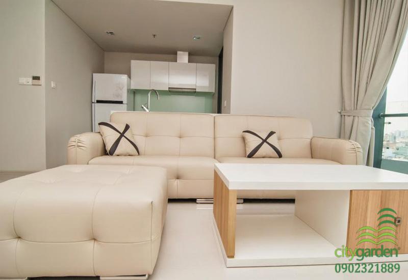 sofa phòng khách gần cửa ban công tại căn hộ City Garden