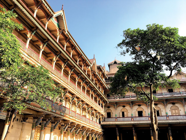 photography, bright colors, architecture, perspective, haveli, Ahmadabad, heritage city, walk, street photography