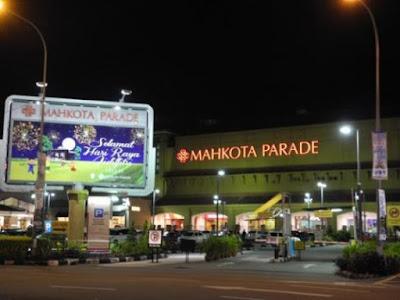 Mahkota Parade Tempat Menarik di Melaka Waktu Malam
