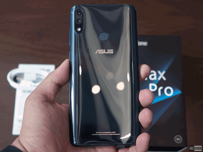 The back is clearly inspired from the main ZenFone series