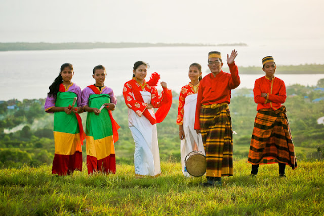 Tarian mborira yakni tarian khas suku Buton