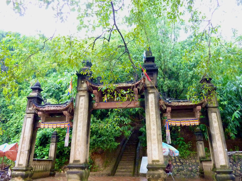 Escaleras de acceso a la Chua Tay Phuong