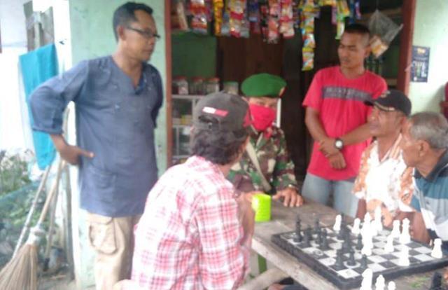 Jalin Silaturahmi Personel jajaran Kodim 0207/Simalungun Dengan Cara Komunikasi Sosial Dengan Warga