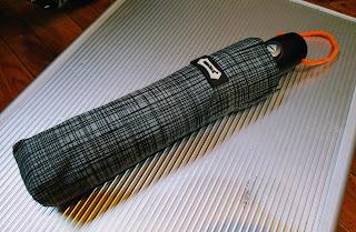 折り畳み傘オレンジパラコードの写真
