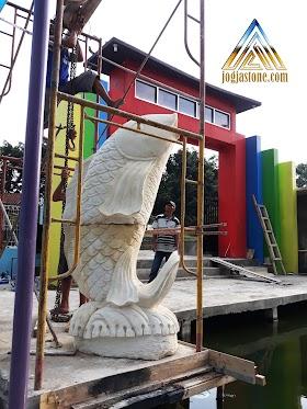 Patung ikan air mancur ukuran besar