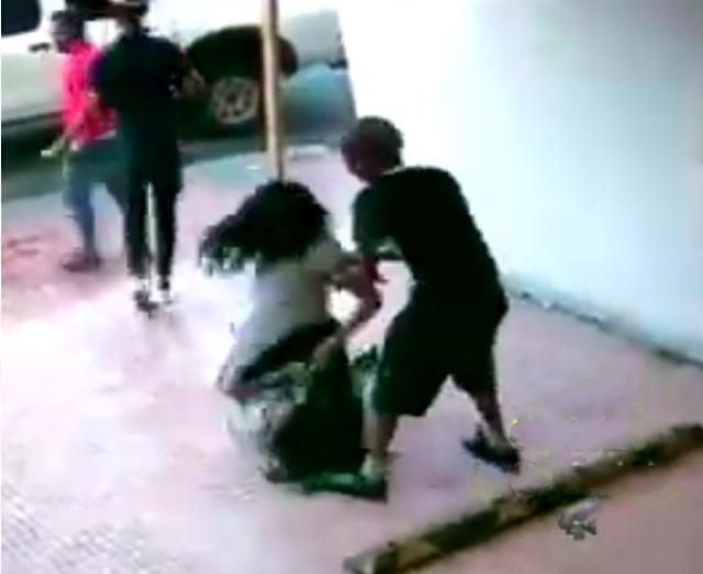 Video muestra pelea entre dos mujeres que terminó en asesinato de cabo PN en Los Alcarrizos