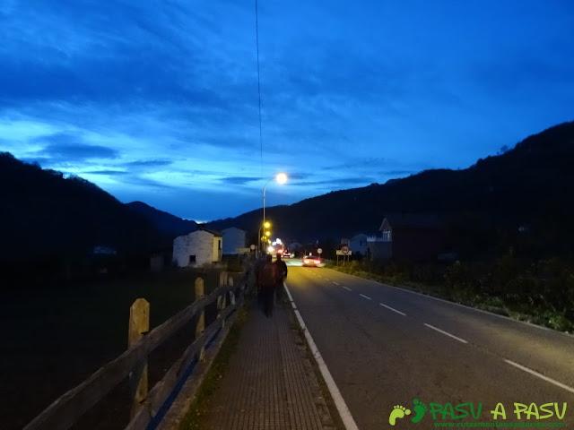 Acera y carretera en Pola del Pino