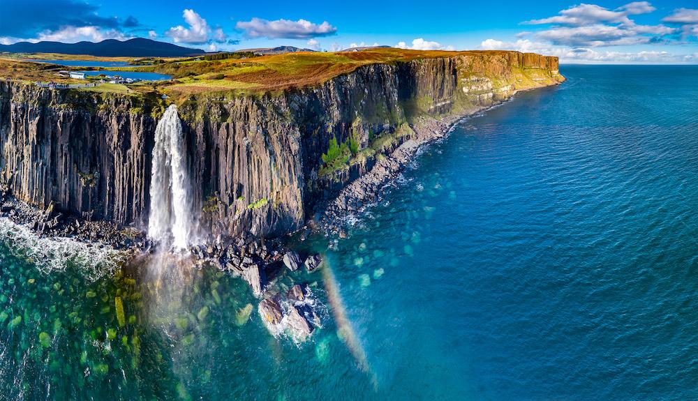 Утес Килк-рок на острове Скай в Шотландии