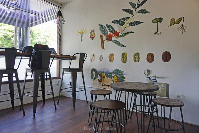 Ruangan dalam di Kedai Tilawasa Coffee Roaster Jogja