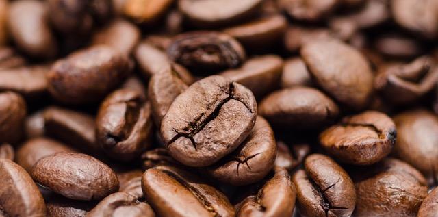 深煎りコーヒー豆の写真