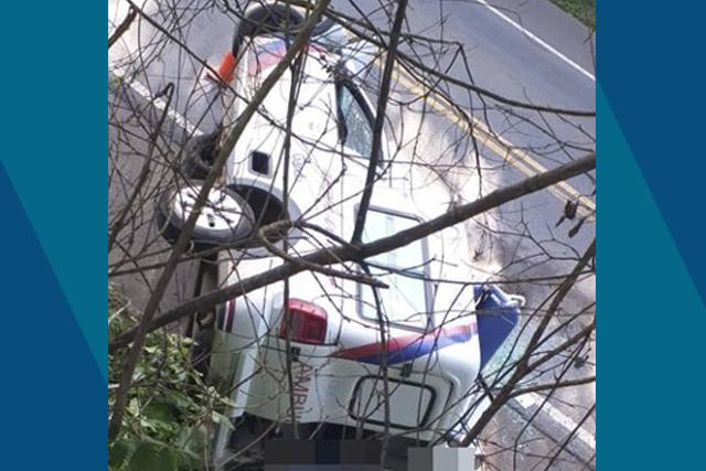 Duas pessoas morrem e uma fica ferida em acidente com ambulância na Bahia