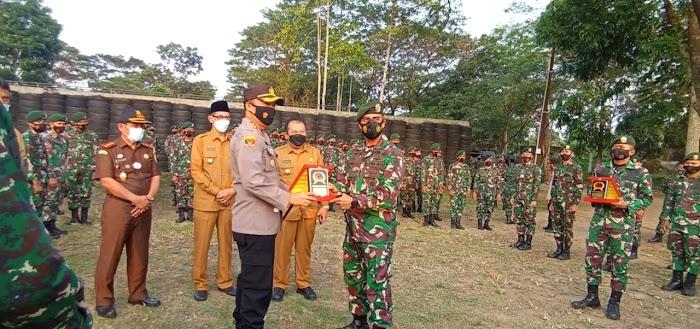 Forkopimda Jember Silaturahmi dan Latihan Menembak di Mayonif 509