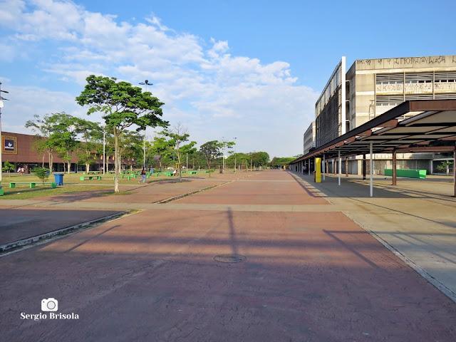 Vista ampla da entrada principal do Parque da Juventude - Carandiru - São Paulo