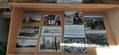 9 zdjęć krajobrazów Jaworzna umieszczone w gablocie wystawowej