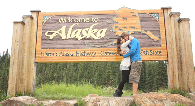 Alaska en balsa por el río