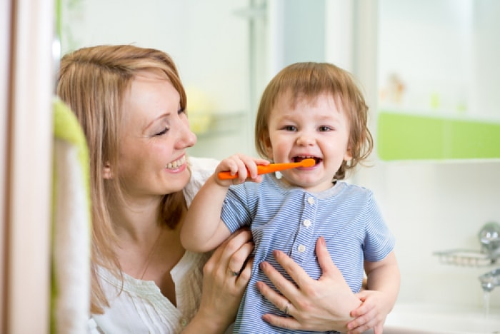 Bí quyết dạy con 3 bước đánh răng đúng cách cho trẻ mầm non của mẹ Nhật