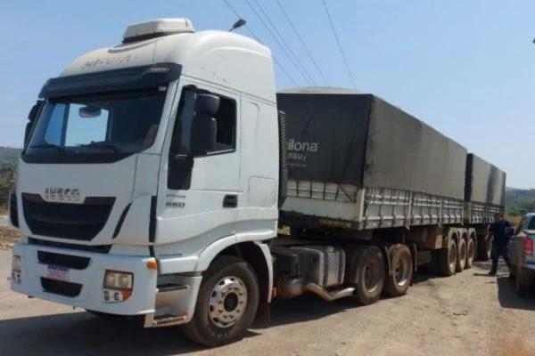 Uma Carreta carregada com toneladas de soja roubada na Bahia é recuperada no DF! Acesse e confira
