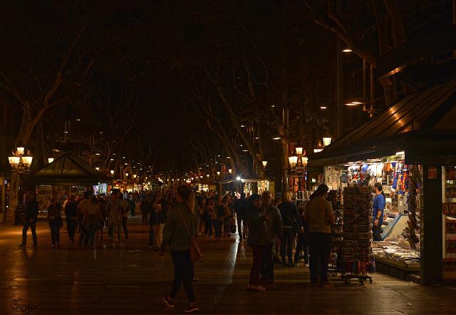 La Rambla de Barcelona de noche 2017