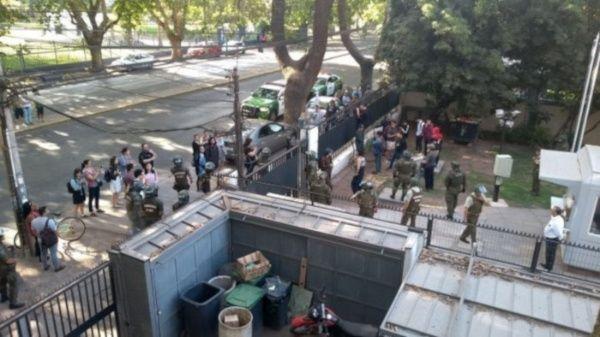 Carabineros detienen a 15 estudiantes que protestan por PSU