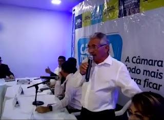 Vereador Marcos de Enoque anuncia desfiliação do PSDB de Guarabira sobe aplausos em seção itinerante  no Bairro do Cordeiro
