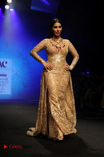Actress Model Sophie Choudry Walks On Ramp For Abha Choudhary At LFW Summer 2017  0006.jpg