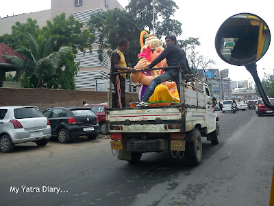 The Ganpati idols being transported to shops - Ganesh Chaturthi Festival Mumbai