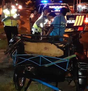 Betor Terbakar Ditabrak Sepedamotor di Jalinsum, Pasutri Luka Bakar