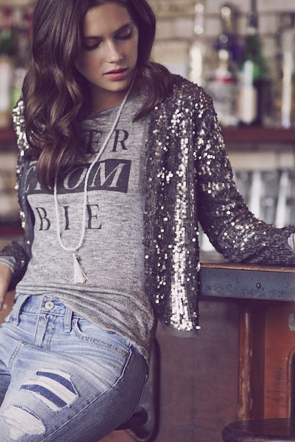 Just A Pretty Style Latest Fashion Trends Fashion Trends Graphic Shirt Boyfriend Jeans And