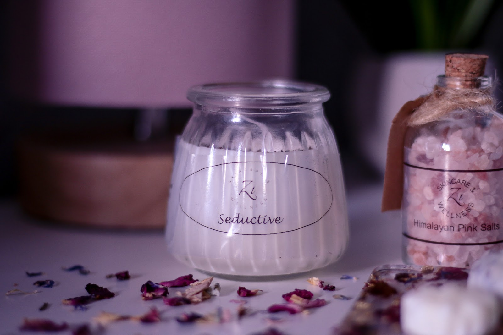 Close up photo of the Seductive candle from Zi Beauty