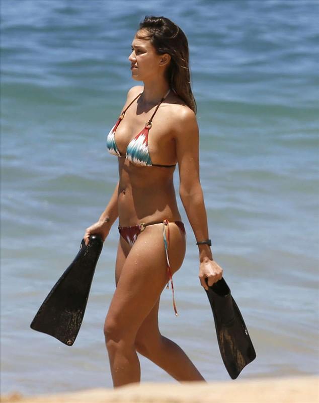 Celebrity in bikini Jessica Alba in Bikini in Hawaii