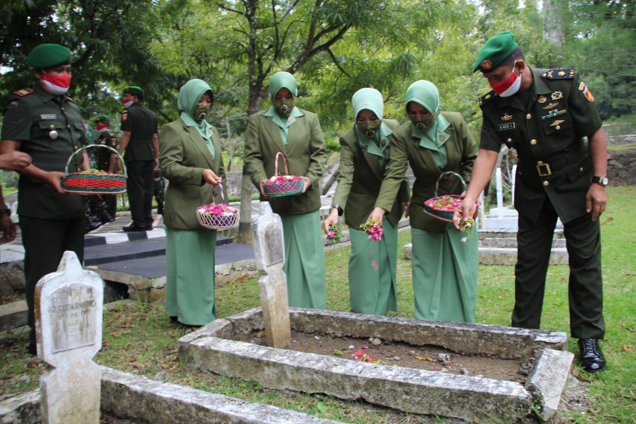 Peringati HUT Ke-59 Korem 071/Wijayakusuma, Kodim Cilacap Ziarah Rombongan