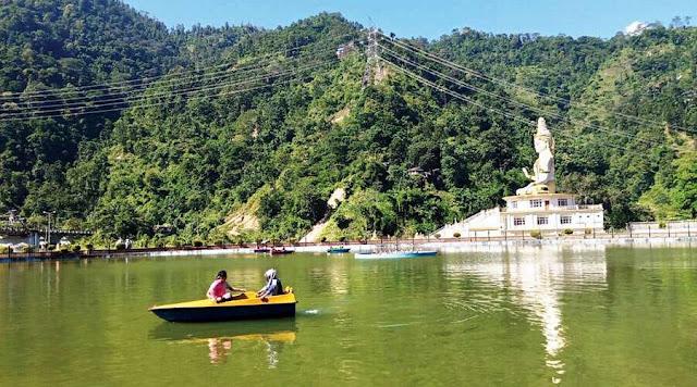 boats on the lake at Jamuni