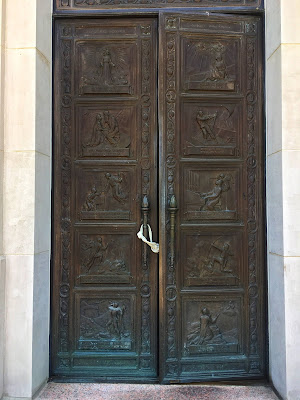 the doors of the Armstrong Browning Library