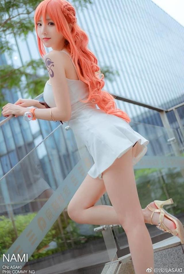 Hoa tiêu Nami diện váy trắng như thiên thần và khoe chân dài miên man trong bộ ảnh đốn tin fan