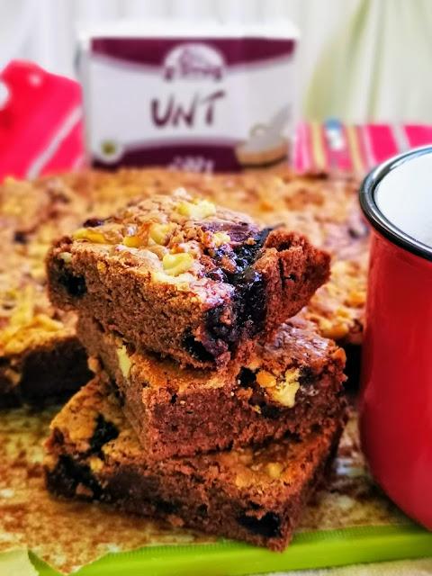 Brownie cu nuca si dulceata