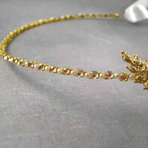 Cyrkonie i perły - opaska ślubna z piórkami.