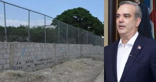 """ESCÁNDALO: Por una """"SIMPLE VERJA"""" gobierno pretende coger 225 millones de DÓLARES cuando en EEUU estiman la construcción de un MURO por 20 millones la milla y la frontera dominicana solo tiene 376 kilometros"""