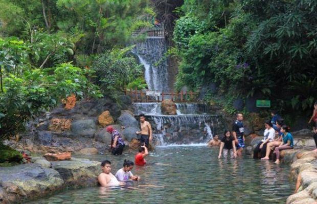 Pemandian Air Panas di Sari Ater Resort Subang