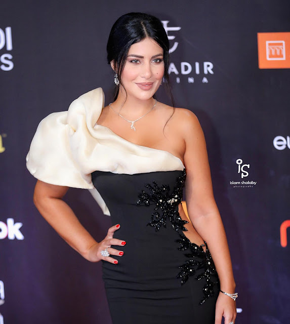 صور النجمة اللبنانية غنوة محمود فى الجونة 2020   صور الجميلة والأنيقة غنوة محمود متألقة بفستان أسود قصير 2020