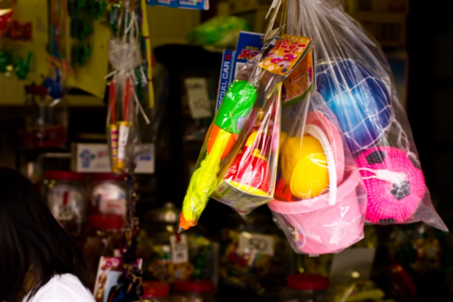 子どもとのおでかけにおすすめの大阪の駄菓子屋3選