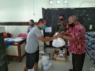 Babinsa Koramil 01/Jepara Dampingi Dan Memonitoring Bantuan Paket Sembako