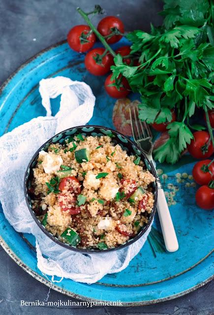 salatka, kuskus, pomidory, obiad, feta, bernika, kulinarny pamietnik